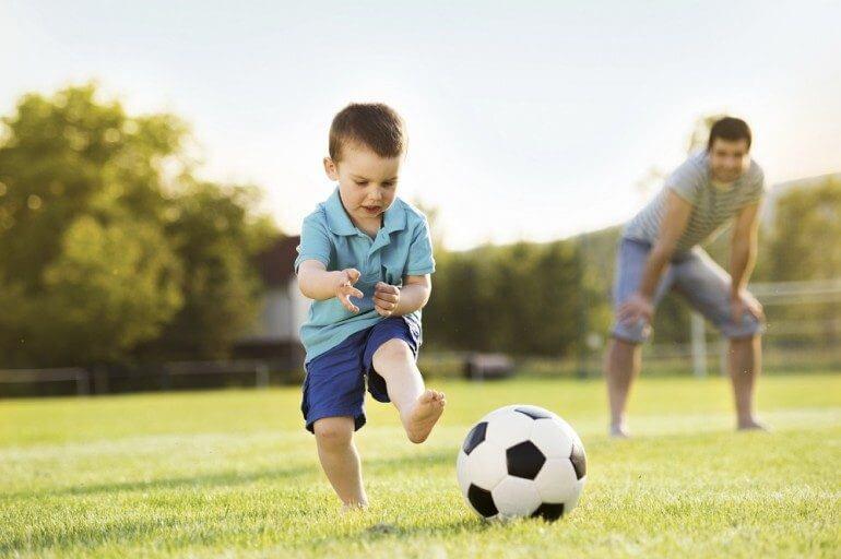 pais - pais filhos - Principais hábitos que os pais precisam abandonar para não destruir a autoestima dos seus filhos