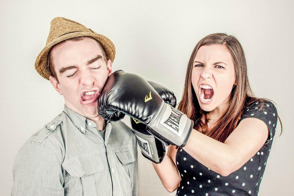 relacionamento abusivo - relacionamentos abusivos 1024x682 - Sinais e características de relacionamentos abusivos