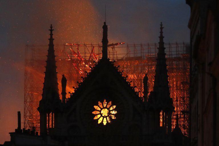 notre dame - AP 19105714468392 768x513 - A reação dos ricos ao incêndio de Notre Dame nos ensina muito sobre o mundo em que vivemos